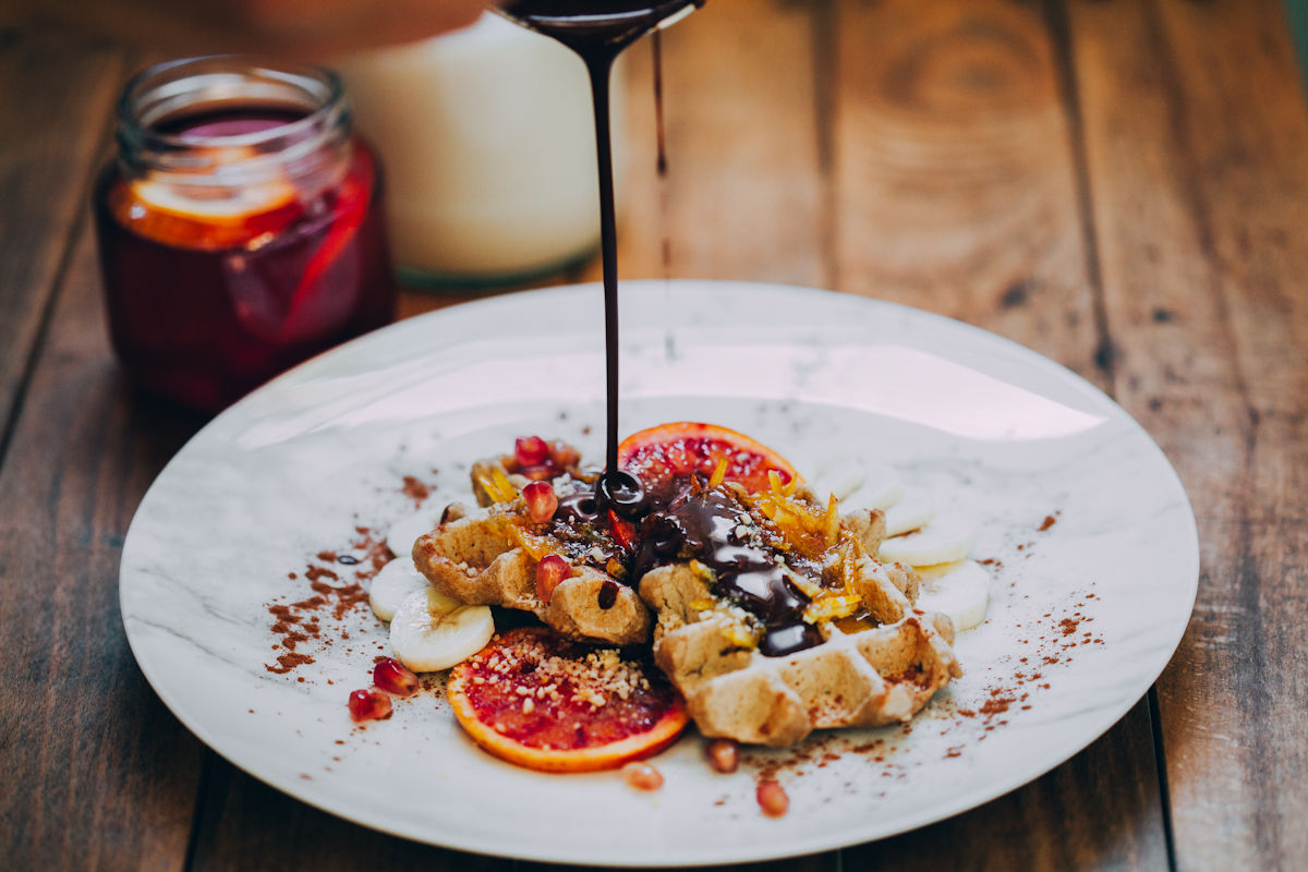 waffles-chocolate-fruits