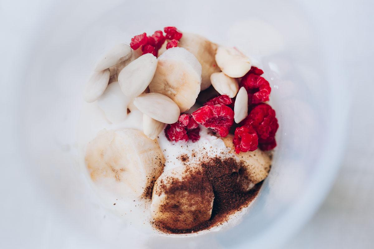 smoothiebowl-platano-frambuesas-veggieboogie