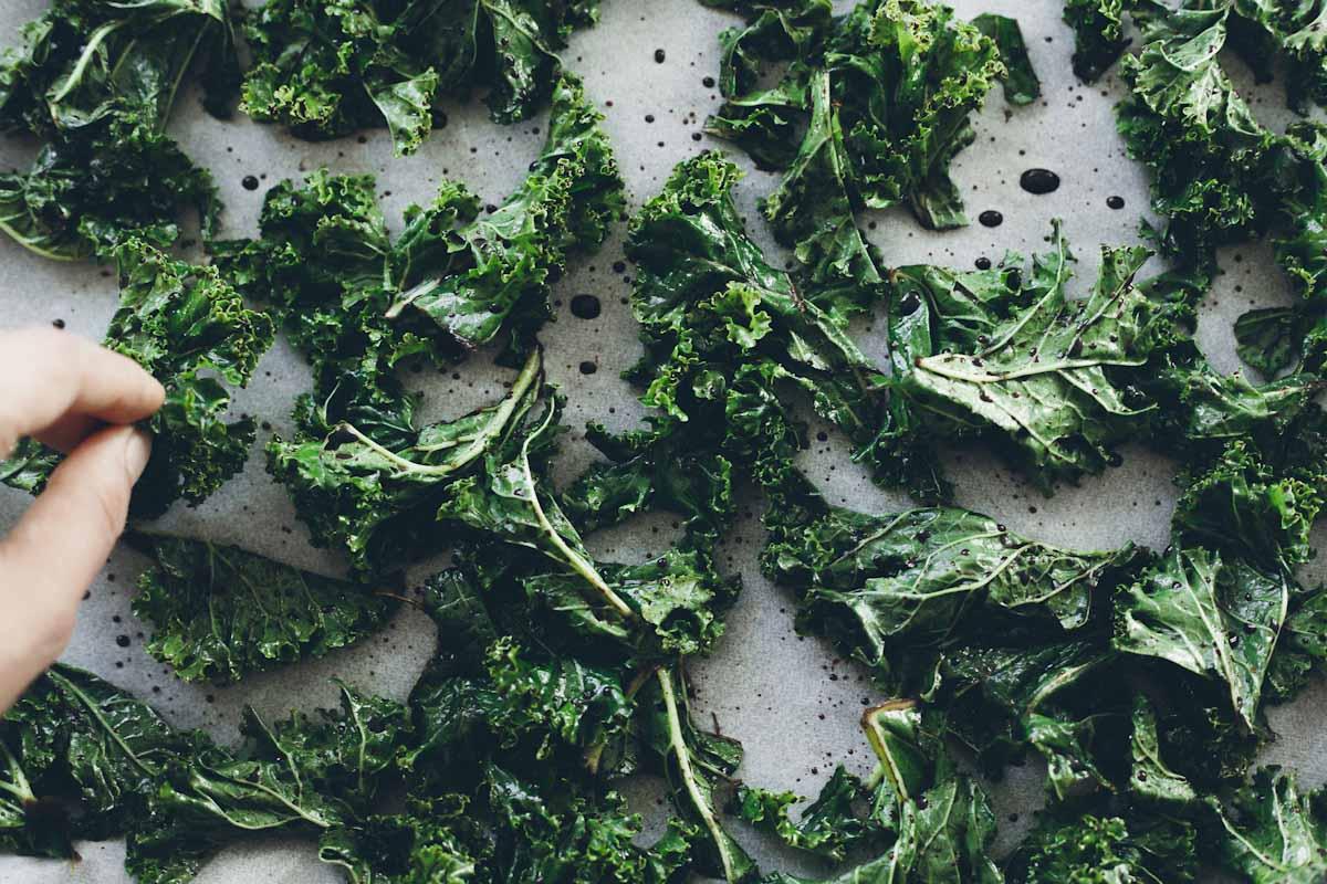 Chips de kale al horno for Cocinar kale al horno